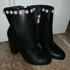 Beautiful boots with pearls